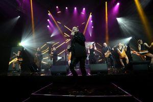Jean-Michel Logeard et l'orchestre de la Nuit des Étoiles sur scène au Novotel Atria de Belfort